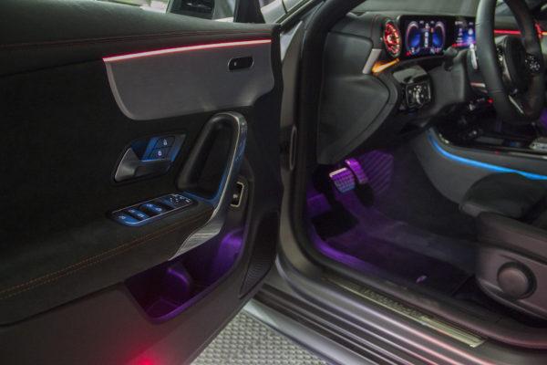 Подсветка кнопок двери Мерседеса CLA200.